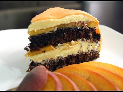Шоколадный торт с персиками (используется мастика для украшения)
