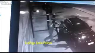 Cop kills two robbers who tried stole his car