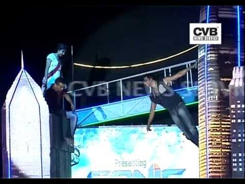 AKSHAY KUMAR PERFORMS STUNT WITH FANS AT AN EVENT- LIVE VIDEO