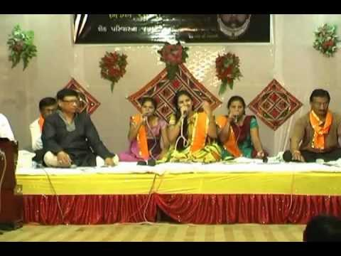 Aaj Mara Mandiriya Ma - Live Program (shreenathji Bhajan) By Surabhi Parmar. video
