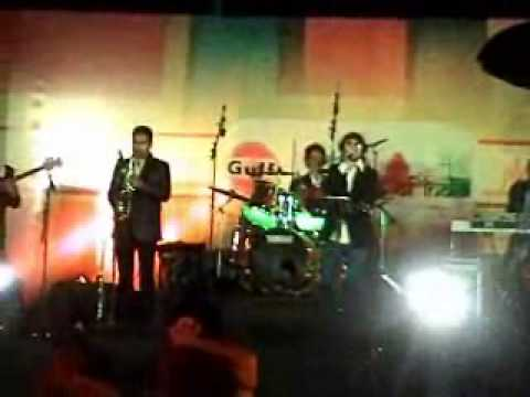 jjhoom performing Teri diwaniDildara and red red wine at Gulf...