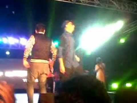 aa jaa ni Chammak Challo with Yo Yo Honey singh. at Ordnance...