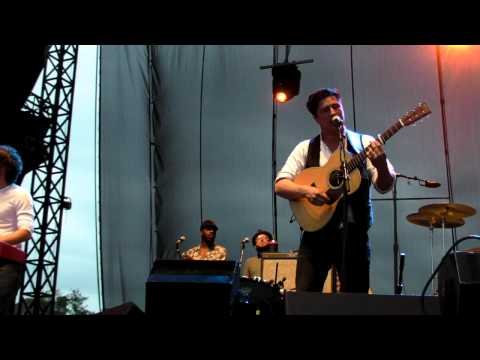 "Music video Mumford & Sons - HD  ""Hopeless Wanderer"" Performed LIVE at 2011 Memphis In May - Music Video Muzikoo"