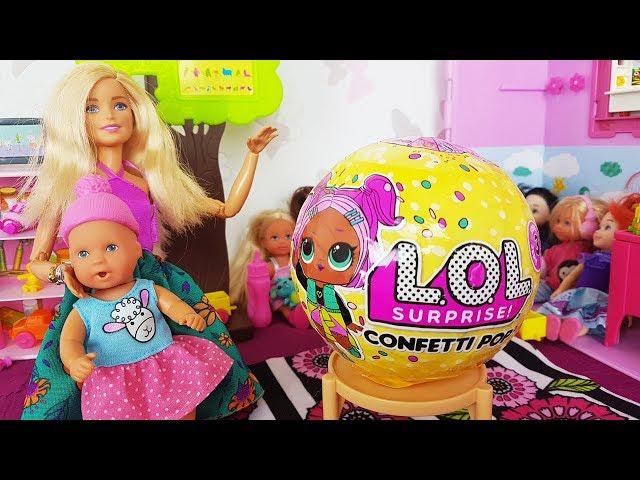 Rodzinka Barbie - Kula lol surprise confetti pop w przedszkolu Kai?? bajki dla dzieci