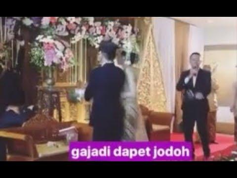 [Heboh] Prilly berebut Bunga saat kondangan di tempat temannya 2017