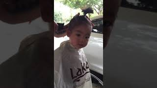 Cắt tóc cho bé