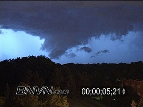 7/16/2004 Lightning video and wall cloud video at night.
