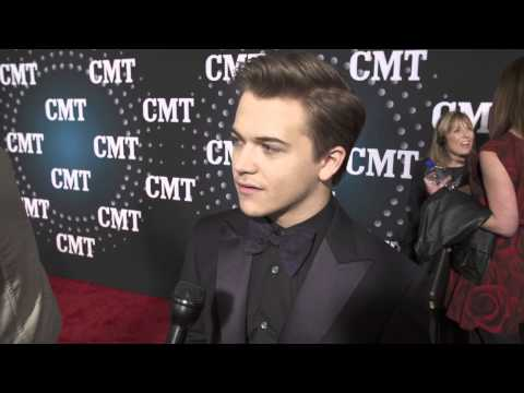 Hunter Hayes at the CMT Artist of the Year show