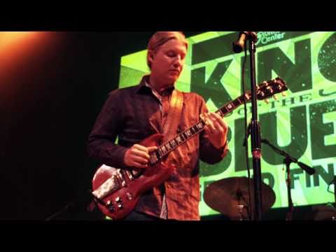 Derek Trucks Performing