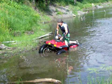 Honda 350 fourtrax 4x4 in the river