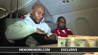 Floyd Mayweather Jr. Counts $1 Million In Cash Aboard Private Jet