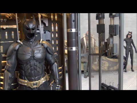HOT TOYS MMS 235 The Dark Knight Armory Visual Tour review Batman