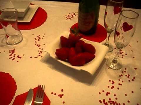 Como vestir una mesa para enamorados youtube for Como disenar una mesa