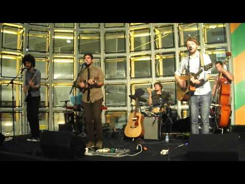 Pumped Up Kicks - Naked Girls And Aeroplanes-sesc Sto André.avi video