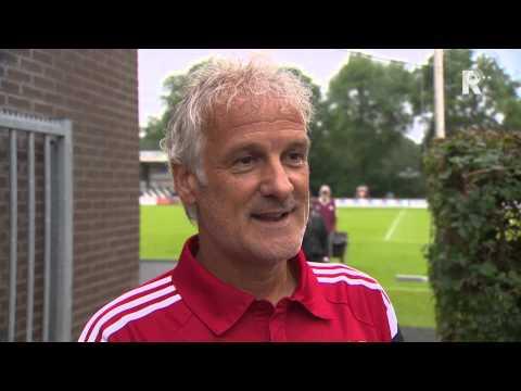Sinclair Bischop in gesprek met Fred Rutten