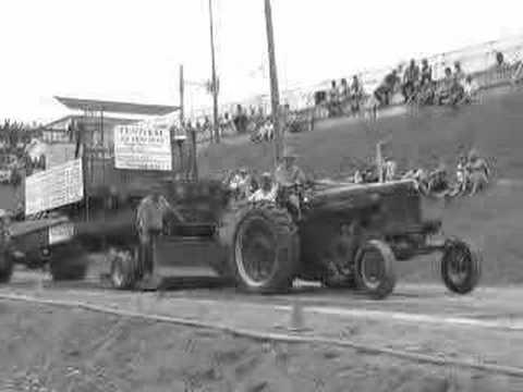 Farmall 300 Tractor Pulling Video
