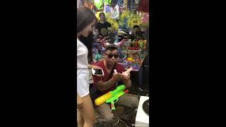 Hiếu Phạm  || Lần đầu 2 anh em bán đồ chơi ở chợ trung thu