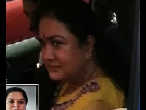 Inebriated Urvashi arrives at Ernakulam Family Court for daughter's custody