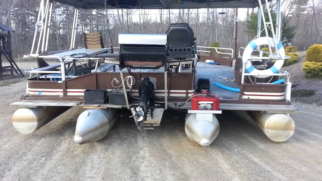 Extremely large Pontoon Boat Lennynation Baboosic - YouTube