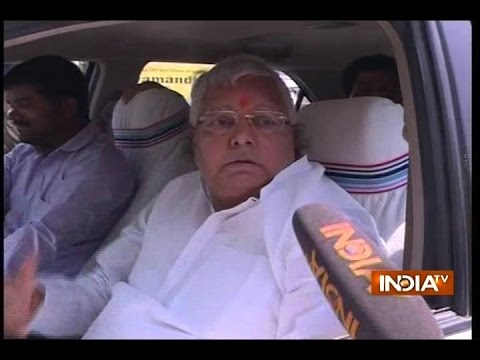 Lalu Yadav goes out to buy fruits, says one should be sure about the product he is buying