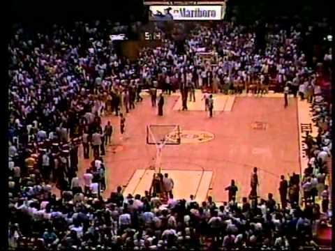 Mitch Kupchak & Hakeem Olajuwon: Fight