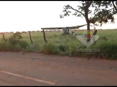 Aeronave cai em Araguari e os cinco ocupantes sobrevivem