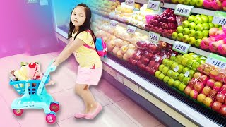 Smartest 4yr Old Grocery Shopper ! Being Independent