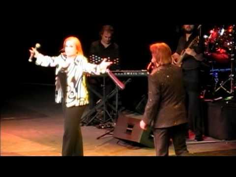Pimpinela - Una Estupida Más ( Teatro Caupolicán, Santiago de Chile - 26.11.2011 )