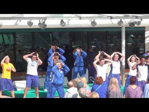 Jewel of the Seas: Entertainment Staff Performance