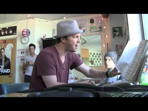 720p.mov Gavin DeGraw performs Golden Slumber for my son at Children's Hospital Boston