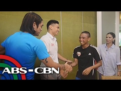 Sports U: Dyan surprises a football player and his family