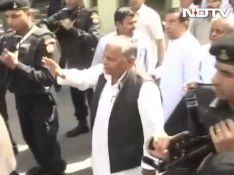 Clerics lash out at Mulayam Singh Yadav for comments on riot victims in camps