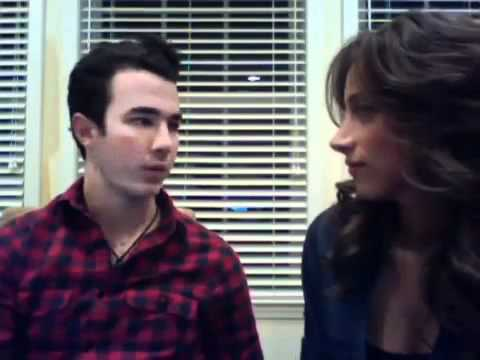 Full live chat with Kevin & Danielle Jonas 3-9-11