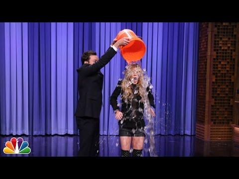 Suggestion Box: Lindsay Lohan Takes the ALS Ice Bucket Challenge