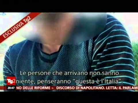 """Migranti spogliati nudi e """"disinfestati"""" nel centro di accoglienza di Lampedusa"""