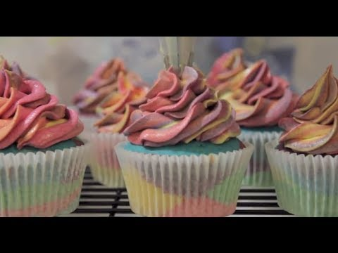 Perfect Rainbow Cupcakes with Rainbow Frosting