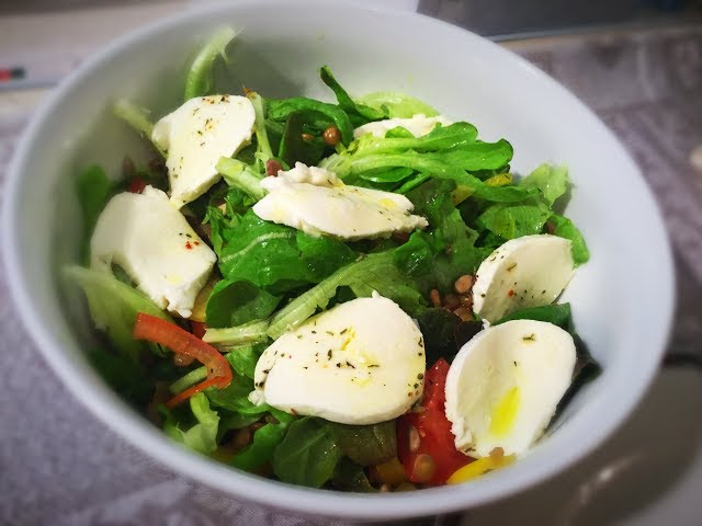 Легкий и полезный салат. Деревенский салат с чечевицей // Country salad