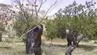 كيفية ضرب الخصم وهو حامل سكين - الفنون القتالية