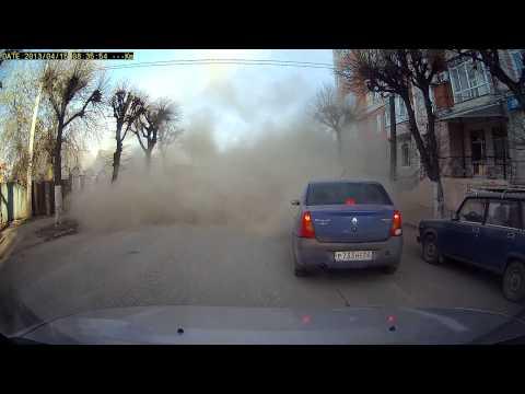 Когда в Рязани по весне чистят дороги, пылевые бури Австралии кажутся детскими :)