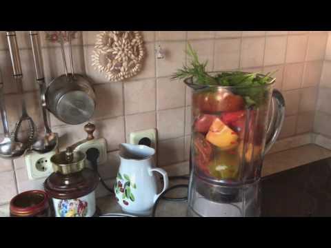 Холодный суп из томатов , зелени, специй