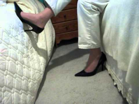 low cut Guess classic pumps in guest room 9may12