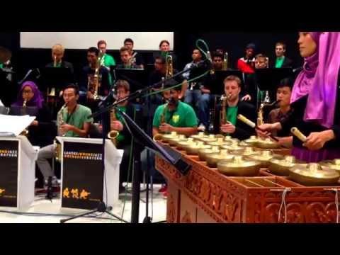 Aswara Music - Ayam Den Lapeh Caklempong bersama Big Band