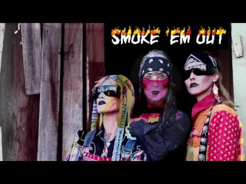"CocoRosie ""Smoke ´em Out"" (feat. ANOHNI)"