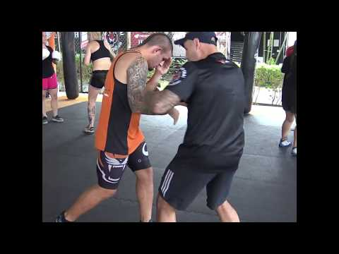 Boxing Technique: Double Jab - RIght Cross - Pull Down - Left Hook
