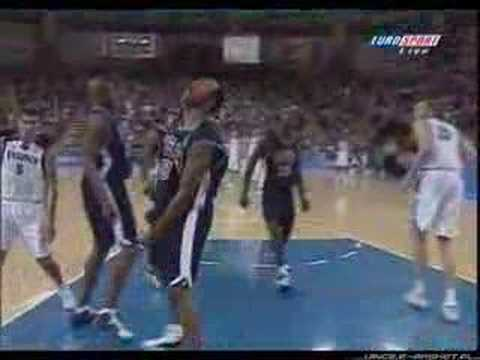Vince Carter Dunk over Weis (best copy) Video