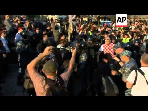 Anti-Putin protests continue in Moscow, detentions