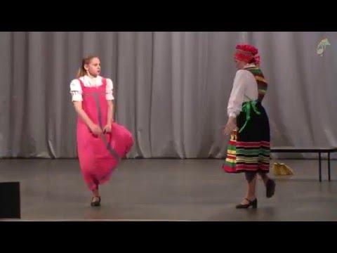 Танцуют взрослые  - Мама и дочь
