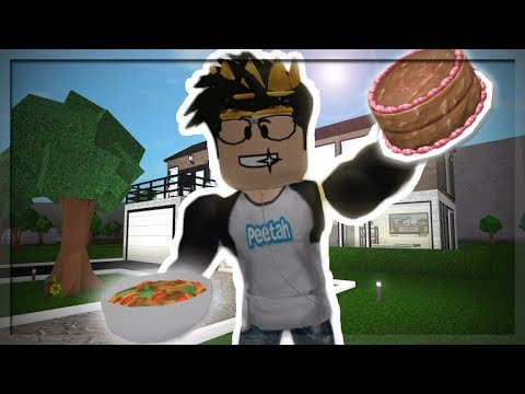 DELIVERING FOOD FROM MY CAFE IN BLOXBURG! (Roblox Roleplay)