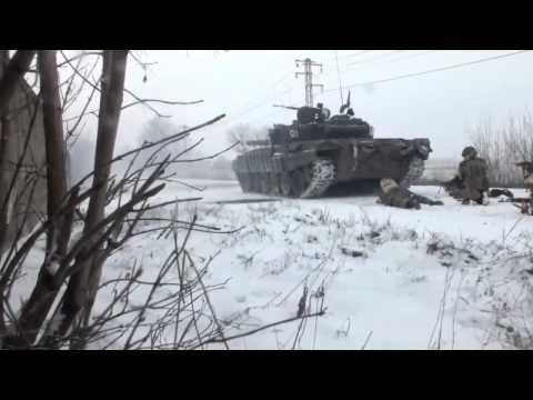 Когда стреляет танк - без каски никуда))) (Зачистка города под прикрытием бронетехники.Дебальцево.)