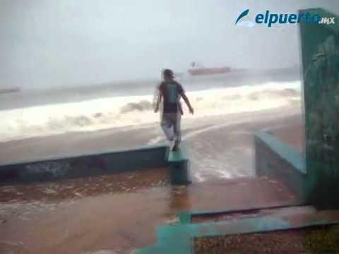 Salen del mar espectaculares olas que sorprendió a la gente